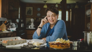 The comforting aroma of butter, cinnamon and fruit fill Marian Burros's kitchen as she eases a warm torte from the oven.